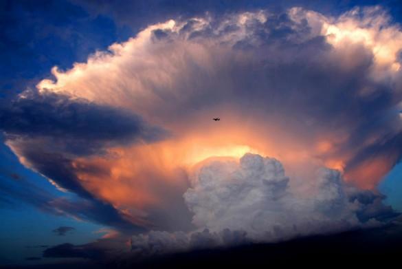 Απίστευτο σύννεφο «μανιτάρι» στον ουρανό του Πεκίνου | Φωτογραφία της ημέρας