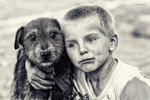Ένα αγόρι και ο σκύλος του | Φωτογραφία της ημέρας