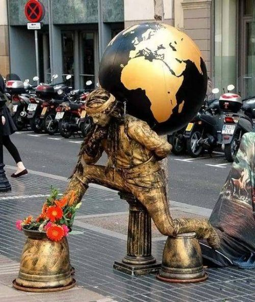 Ζωντανά αγάλματα που θα σας ξεγελάσουν (16)