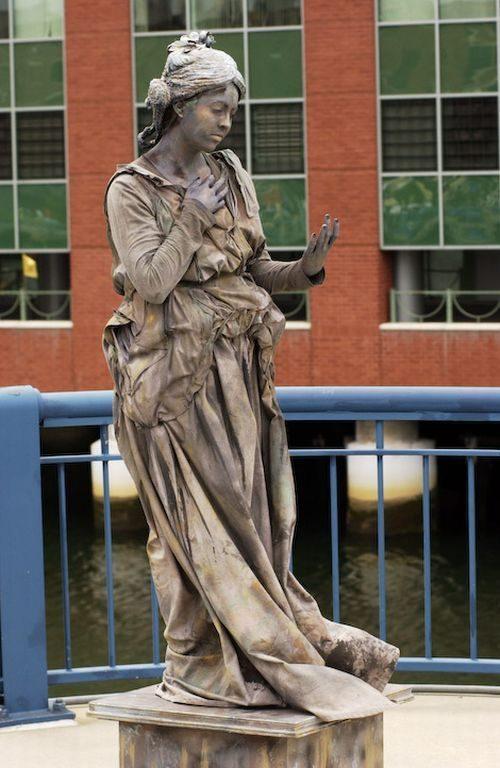 Ζωντανά αγάλματα που θα σας ξεγελάσουν (35)