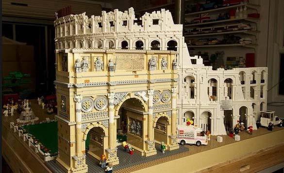 Εκπληκτική ρέπλικα του Κολοσσαίου από Lego (2)