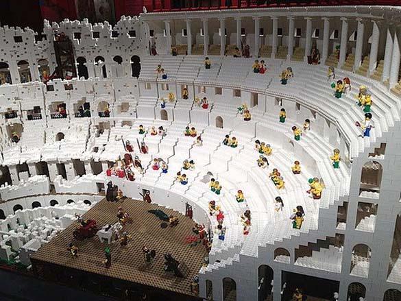 Εκπληκτική ρέπλικα του Κολοσσαίου από Lego (5)