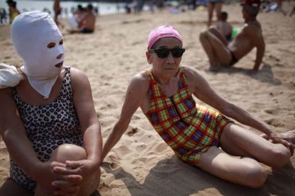 Εν τω μεταξύ, σε μια παραλία στην Κίνα... (3)