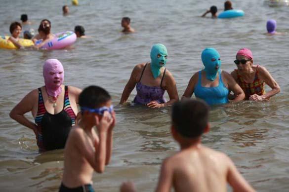 Εν τω μεταξύ, σε μια παραλία στην Κίνα... (5)