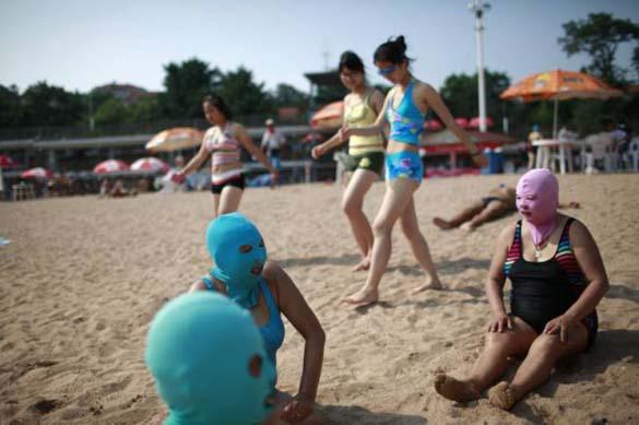 Εν τω μεταξύ, σε μια παραλία στην Κίνα... (6)