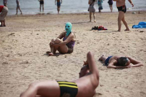 Εν τω μεταξύ, σε μια παραλία στην Κίνα... (9)