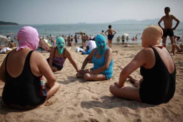Εν τω μεταξύ, σε μια παραλία στην Κίνα... (11)