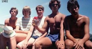 Φίλοι βγάζουν την ίδια φωτογραφία κάθε 5 χρόνια από το 1982