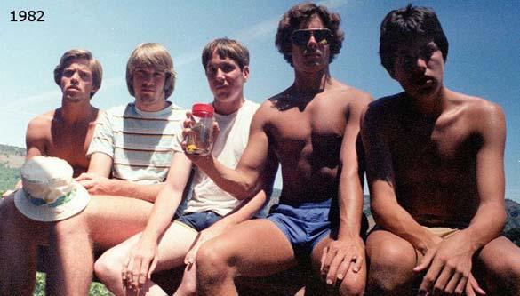 Φίλοι βγάζουν την ίδια φωτογραφία κάθε 5 χρόνια από το 1982 (1)