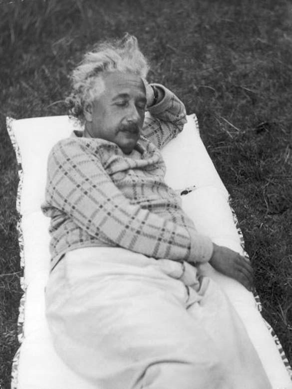 Φωτογραφίες του Albert Einstein όπως δεν τον έχουμε συνηθίσει (2)