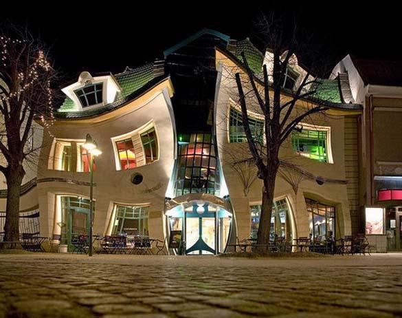 Krzywy Domek: Ένα από τα πιο παράξενα κτήρια στον κόσμο (1)