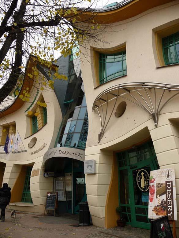 Krzywy Domek: Ένα από τα πιο παράξενα κτήρια στον κόσμο (2)