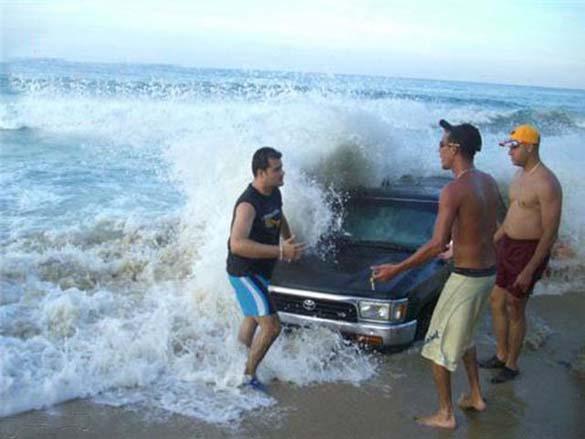 Ξεκαρδιστικές στιγμές στην παραλία (16)