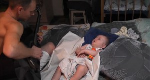 Μπαμπάς νανουρίζει το μωρό του με μοναδικό τρόπο (Video)