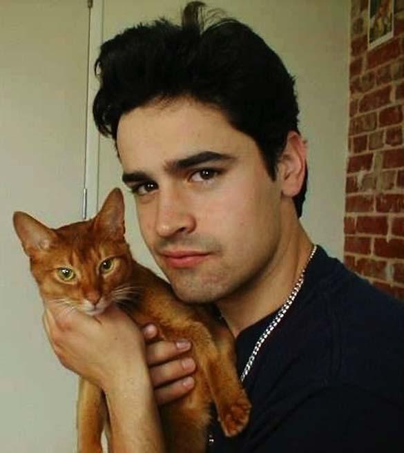 Παράξενα πορτραίτα διασήμων με γάτες (11)