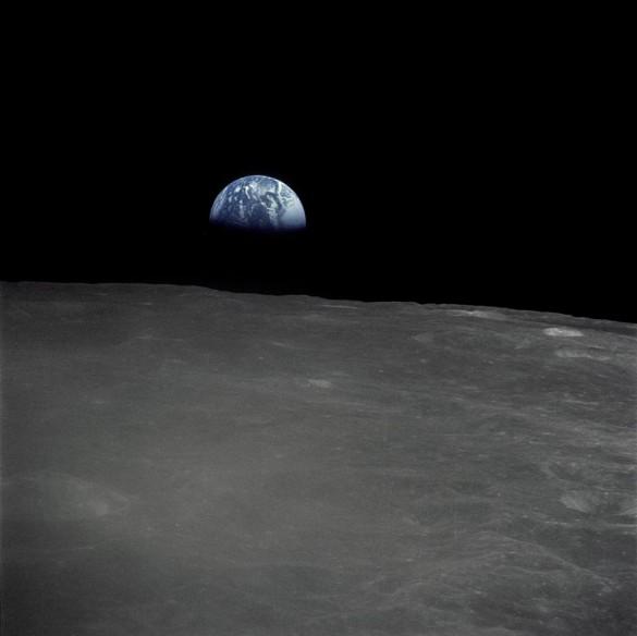 Η Γη όπως φαίνεται από την σκοτεινή πλευρά του φεγγαριού   Φωτογραφία της ημέρας