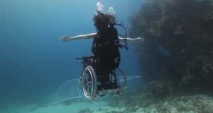 Κατάδυση με αναπηρικό καροτσάκι (Video)