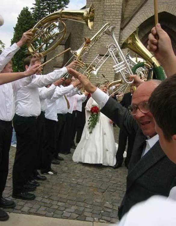 Καταστροφικές εισβολές σε γαμήλιες φωτογραφίες (1)