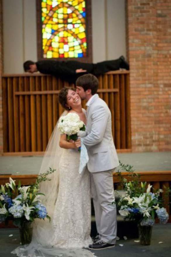 Καταστροφικές εισβολές σε γαμήλιες φωτογραφίες (17)