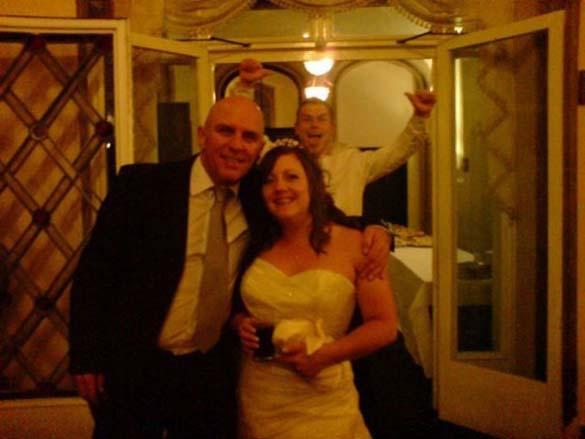 Καταστροφικές εισβολές σε γαμήλιες φωτογραφίες (23)