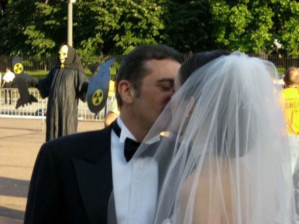 Καταστροφικές εισβολές σε γαμήλιες φωτογραφίες (24)