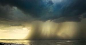Κολοσσιαία καταιγίδα σε παραλία της Ρωσίας