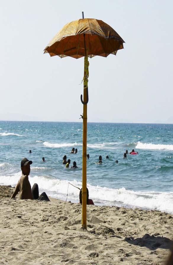 Ξεκαρδιστικές στιγμές στην παραλία (19)