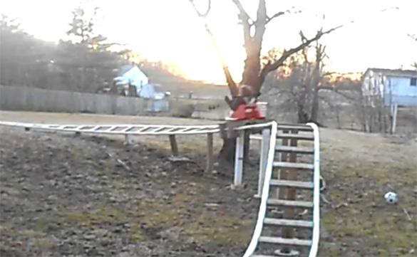 Πατέρας έφτιαξε Roller coaster στην πίσω αυλή