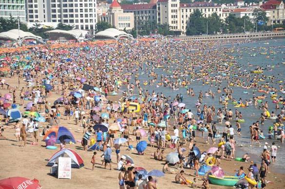 Μια ζεστή μέρα σε παραλία της Κίνας... (5)