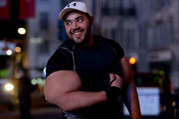Ο άνδρας με τους μεγαλύτερους δικέφαλους μυς στον κόσμο (5)