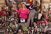 Darlene Flynn:Η lady των παπουτσιών έχει στην κατοχή της 16.400 παπούτσια!! (1)