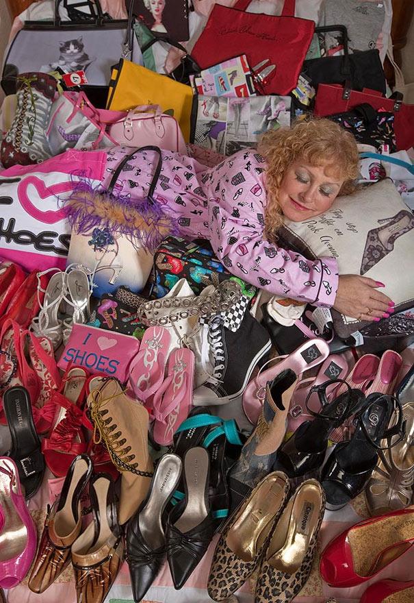 Darlene Flynn:Η lady των παπουτσιών έχει στην κατοχή της 16.400 παπούτσια!! (3)