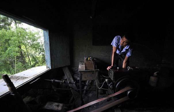 Ένα κλουβί πάνω από την άβυσσο συνδέει Κινέζικο χωριό με τον κόσμο (5)