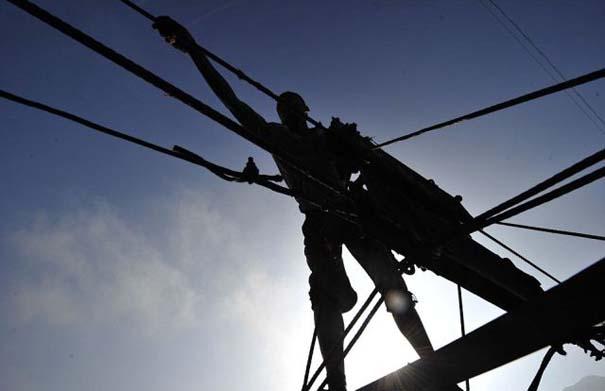 Ένα κλουβί πάνω από την άβυσσο συνδέει Κινέζικο χωριό με τον κόσμο (8)