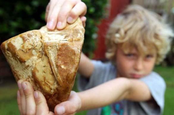 Μπορείτε να μαντέψετε τι κρατάει το παιδί; (2)