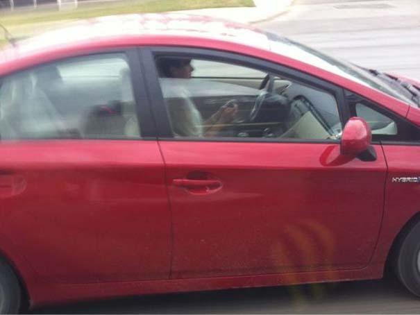 Παράξενες κι επικίνδυνες συνήθειες στην οδήγηση (2)