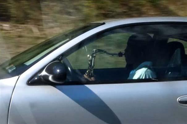 Παράξενες κι επικίνδυνες συνήθειες στην οδήγηση (3)