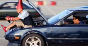 Παράξενες κι επικίνδυνες συνήθειες στην οδήγηση