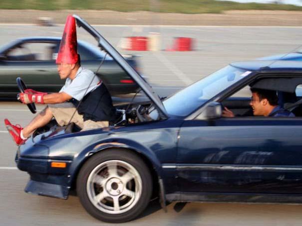 Παράξενες κι επικίνδυνες συνήθειες στην οδήγηση (11)