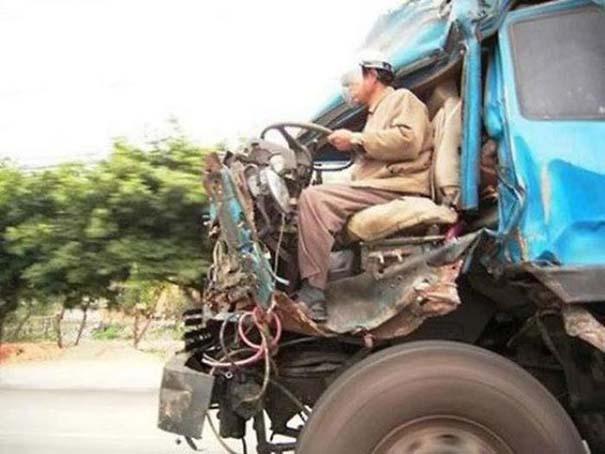 Παράξενες κι επικίνδυνες συνήθειες στην οδήγηση (16)