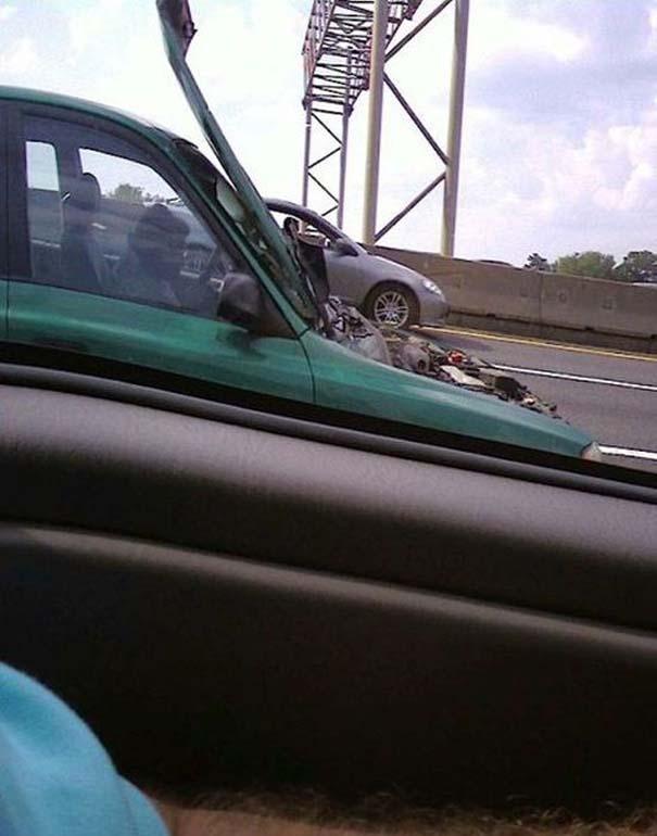 Παράξενες κι επικίνδυνες συνήθειες στην οδήγηση (25)