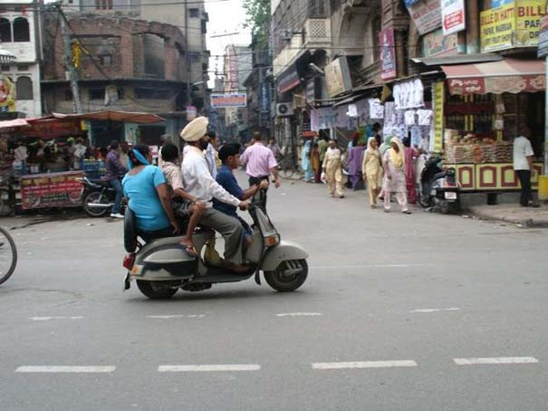 Παράξενες κι επικίνδυνες συνήθειες στην οδήγηση (29)