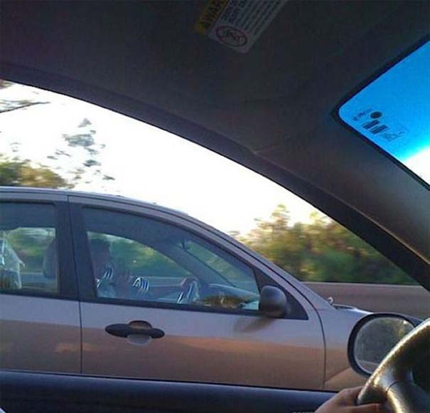 Παράξενες κι επικίνδυνες συνήθειες στην οδήγηση (32)