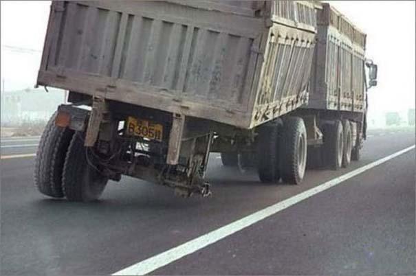 Παράξενες κι επικίνδυνες συνήθειες στην οδήγηση (34)