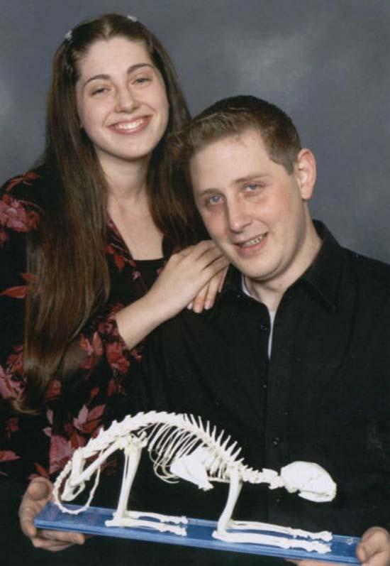 Οι πιο παράξενες και τραγικές φωτογραφίες ζευγαριών (4)