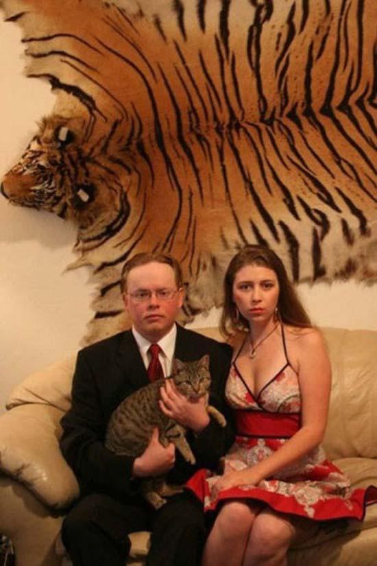 Οι πιο παράξενες και τραγικές φωτογραφίες ζευγαριών (22)