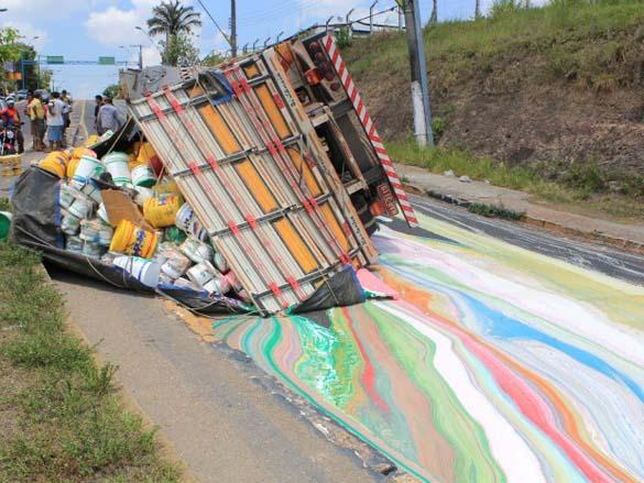 Το πιο... πολύχρωμο τροχαίο ατύχημα (2)