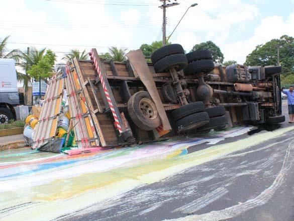 Το πιο... πολύχρωμο τροχαίο ατύχημα (3)