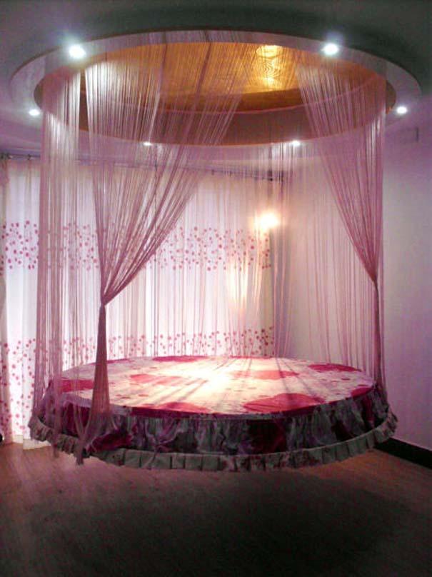 Πρωτότυπο κρεβάτι που βγαίνει από το ταβάνι (3)
