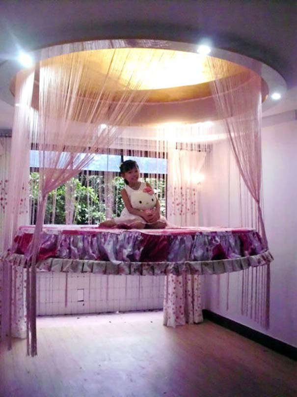 Πρωτότυπο κρεβάτι που βγαίνει από το ταβάνι (4)
